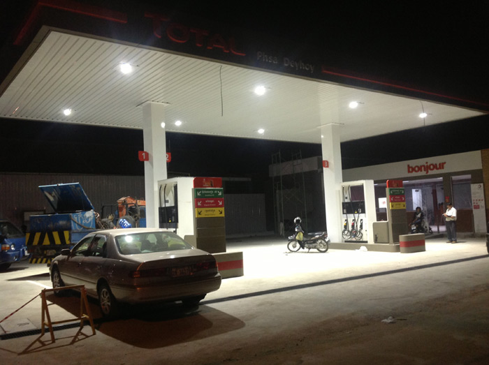 100w-led-Canopy lights-Gas Station-Cambodia-2