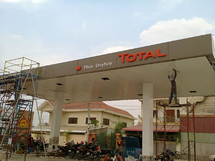100w-led-Canopy lights-Gas Station-Cambodia-3