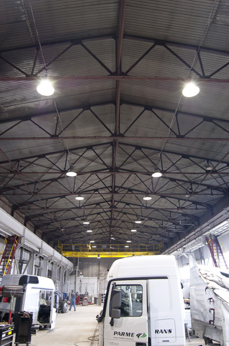 100w-led-highbay-workshop-Luthania-3