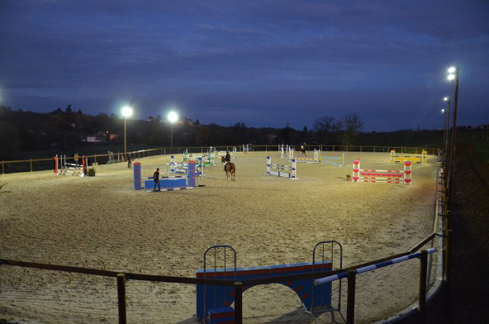 80w-led-floodlight-Horse Club-France-3