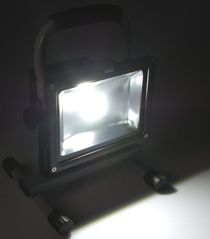 20W-Portable-Rechargeable-LED-floodlight-light up