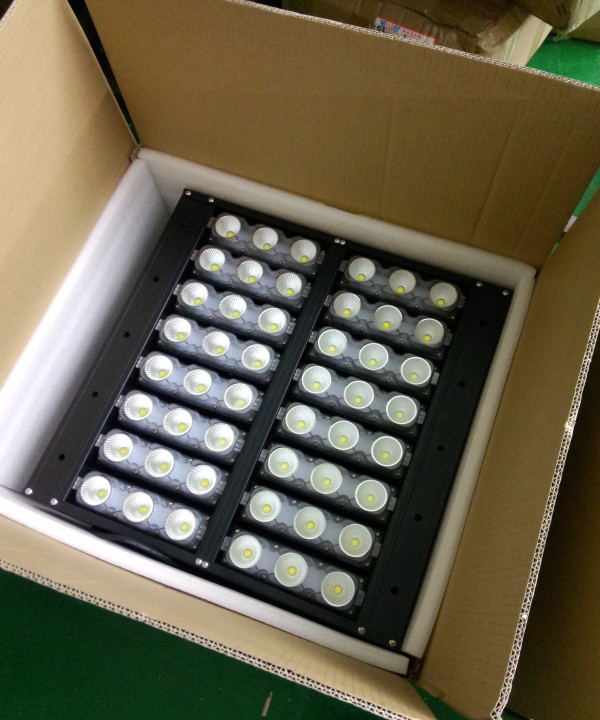 500w-led high mast lights-packaging